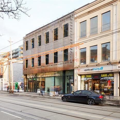 Streetscape around 619 Queen Street West